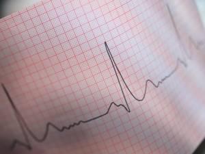 Чихание и насморк без температуры: о чем это говорит и как лечить
