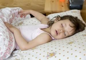 Ребенок храпит после удаления аденоидов: как устранить симптом