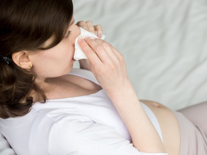 Насморк при беременности 1 триместр: этиология и опасность