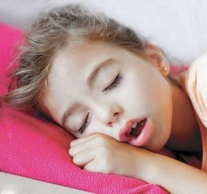 Ребенок храпит во сне: что может вызывать подобное явление