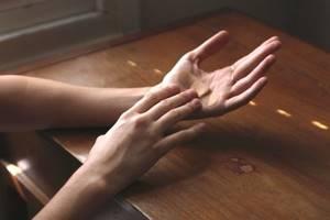 Бородавки на ладонях: причины образования и методы терапии