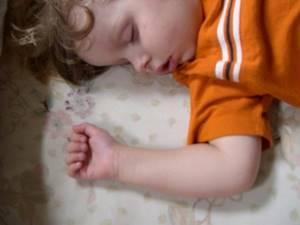 Грудничок храпит во сне: как можно устранить нарушение дыхания