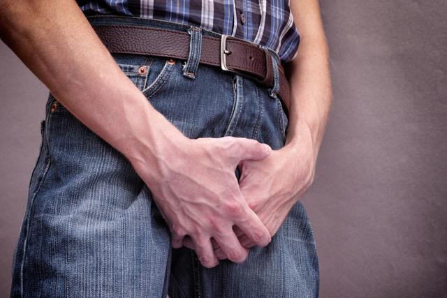 Симптомы молочницы у мужчины и причины появления патологии