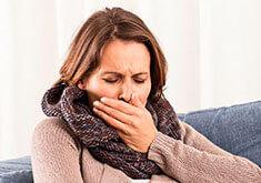 Сухой кашель у взрослого: лечение препаратами и народными средствами