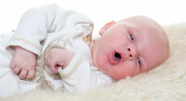 Кашель у ребенка 3 месяца: причины со средствами для лечения